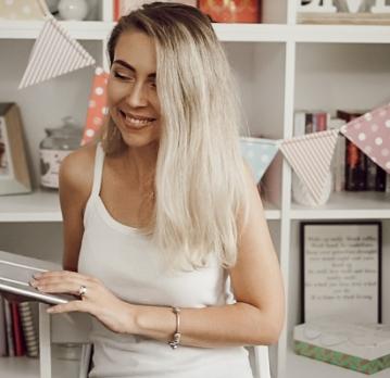 Cum mi-am deschis magazinul online Decoreala.ro | Julia Hasch