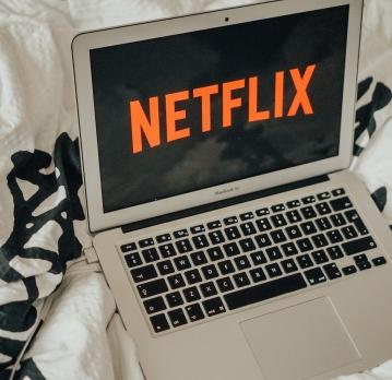 Seriale faine de urmărit pentru când stai acasă