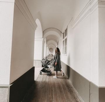 Căruciorul Golden Melio Cybex și scaunul de mașină Joie 360 Spin 0+ luni
